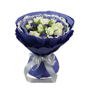鲜花/无可取代:12枝白玫瑰 配材:勿忘我,黄莺,绿叶间插 花 语