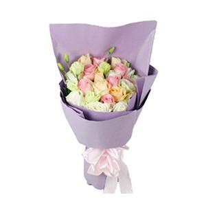 鲜花/爱你:7枝白玫瑰、7枝香槟玫瑰、7枝戴安娜玫瑰 配材:桔梗