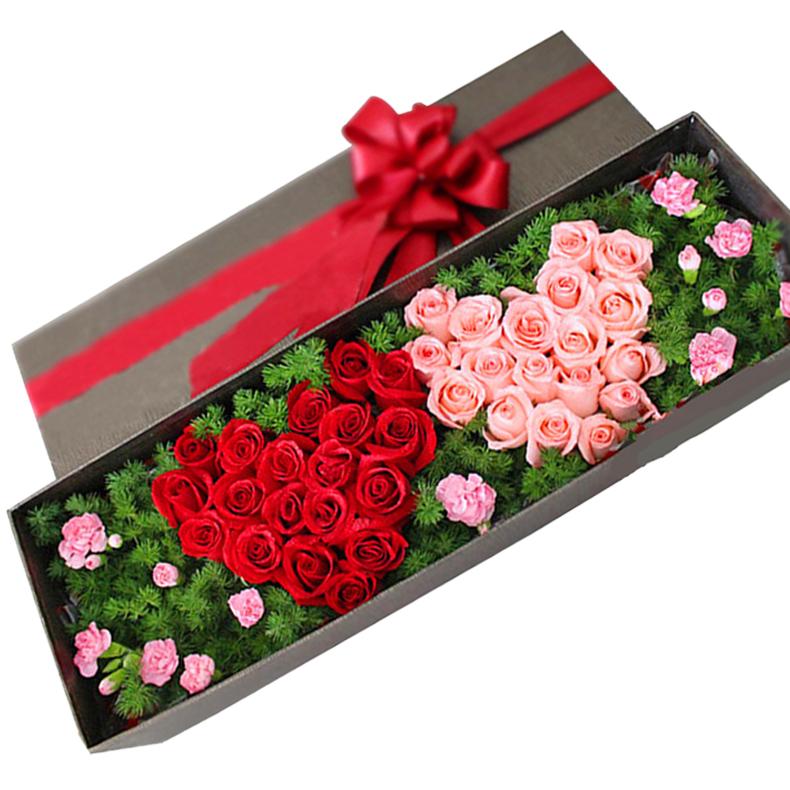 鲜花/心心相印:18支红玫瑰,18支粉玫瑰,配材:8支多头粉色康乃馨