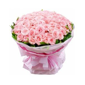 鲜花/温暖的遇见:99枝粉玫瑰。 配材:绿叶围边 花 语:温暖的遇见