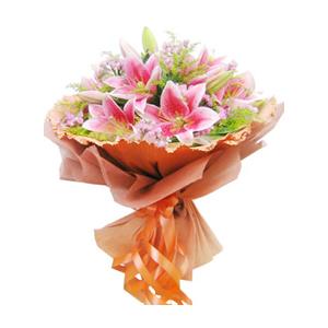 鲜花/祈愿:6支粉色多头香水百合 包 装:棕色卷边纸圆形包装,