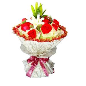 鲜花/风中浪漫:11支红玫瑰,1支多头香水百合 包 装:玫瑰纱网独