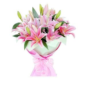 鲜花/幸福约定 :9枝粉色多头香水百合 包 装:内层浅绿色手揉纸,外