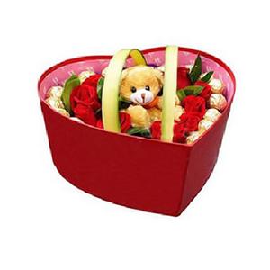鲜花/草莓唇印:18朵红玫瑰,12颗巧克力 包 装:精美礼盒