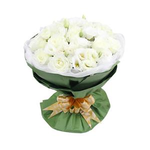 鲜花/完美爱恋:33枝白玫瑰 包 装:白色羽纱内衬,绿色皱纹纸圆形
