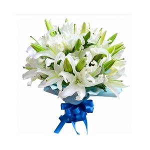 鲜花/风雨同行:9枝白色多头香水百合 配材:绿叶间插 花 语:祝福