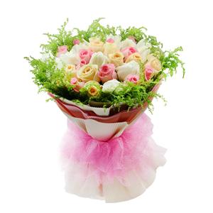 鲜花/完美幸福:粉色、白色、香槟色三色玫瑰各11枝 包 装:米白色