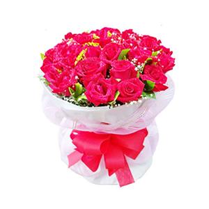鲜花/夏夜晚风:33枝红玫瑰。 包 装:白色瓦楞纸包装,粉色纱网外
