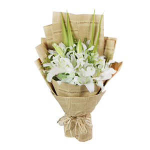 鲜花/甜蜜回忆:6枝多头香水白百合 包 装:高级复古英文纸扇形艺术