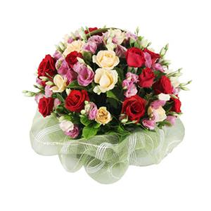 鲜花/美丽祝福:20枝红玫瑰,20枝香槟玫瑰 包 装:圆形提篮插花