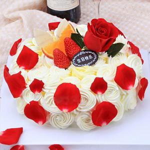 蛋糕/玫瑰色恋人: 新鲜时令水果搭配玫瑰花装饰,甜蜜而又浪漫