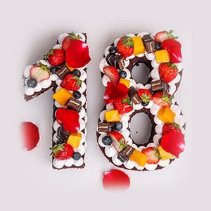 蛋糕/网红数字蛋糕:巧克力蛋糕胚搭配鲜奶马卡龙,玫瑰花瓣点缀造型别致