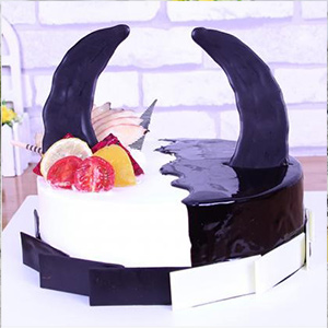 蛋糕/金牛座专属蛋糕:原材料:时令水果,搭配新鲜奶油,萌萌的巧克力牛角 蛋糕说: