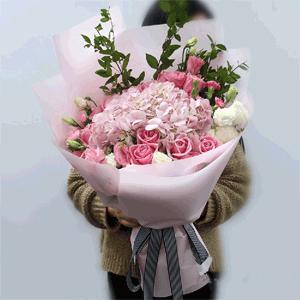 鲜花/生日快乐:9枝粉玫瑰 2只粉色绣球 高级配草 花 语:亲爱的