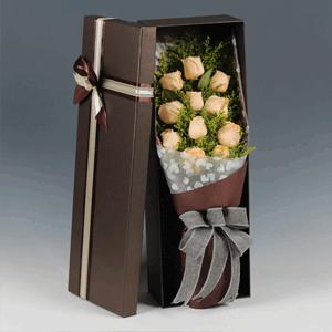 鲜花/幸福满溢:11枝香槟玫瑰韩式精美礼盒 花 语:看着你,感受你