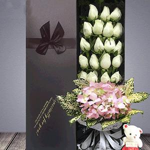 鲜花/清纯如你:19枝白玫瑰 粉色绣球 花 语:从现在起 牵着你的