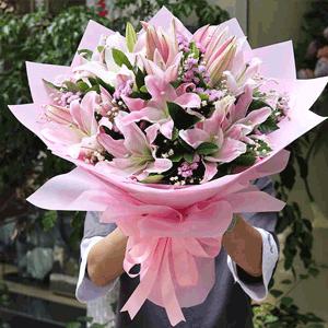 鲜花/事事顺心:粉色百合 时令配草 花 语:希望你幸福 希望你事事