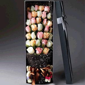 鲜花/绚烂的梦:33枝多色玫瑰韩式礼盒包装 花 语:爱一个人,看一